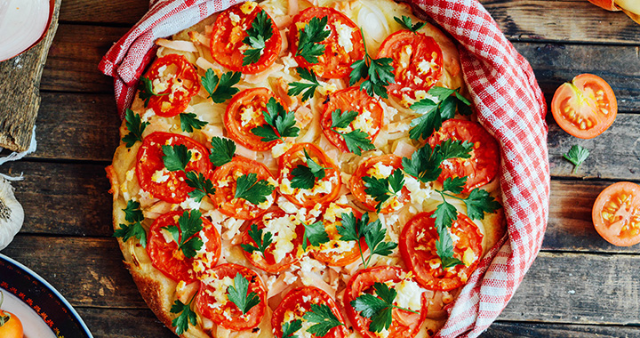 veggie-pizza-with-tomato